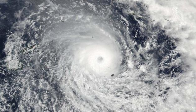 «Циклон-бомба» приніс ураганний вітер та здійняв 18-метрові хвилі у Тихому океані