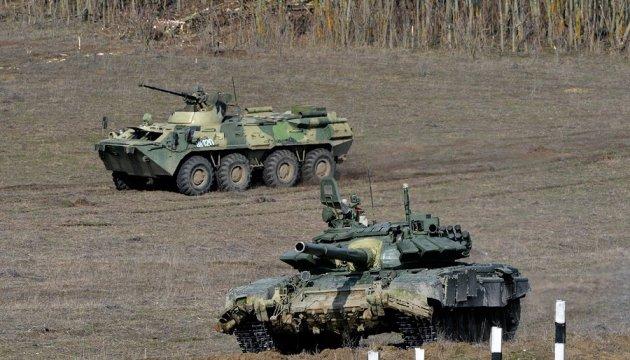 РФ почала масштабні навчання на кордоні з Україною і в Криму