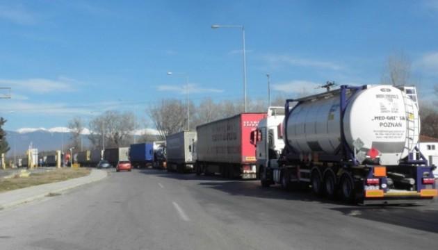 Болгарско-греческую границу открыли. На КПП 30-километровая очередь