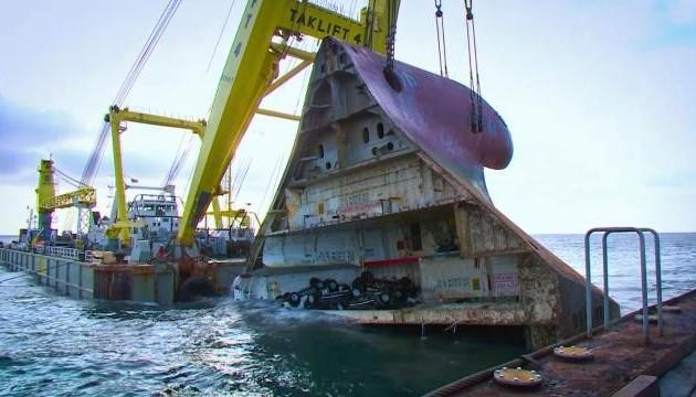 З дна Північного моря підняли 150-метрове судно
