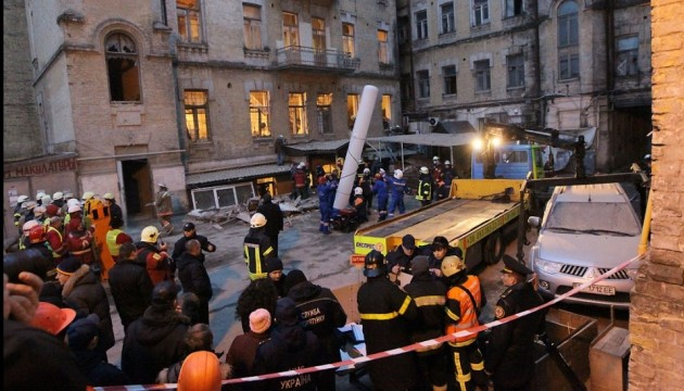 Kyiv Administration: Collapsed building poses no threat to adjoining houses