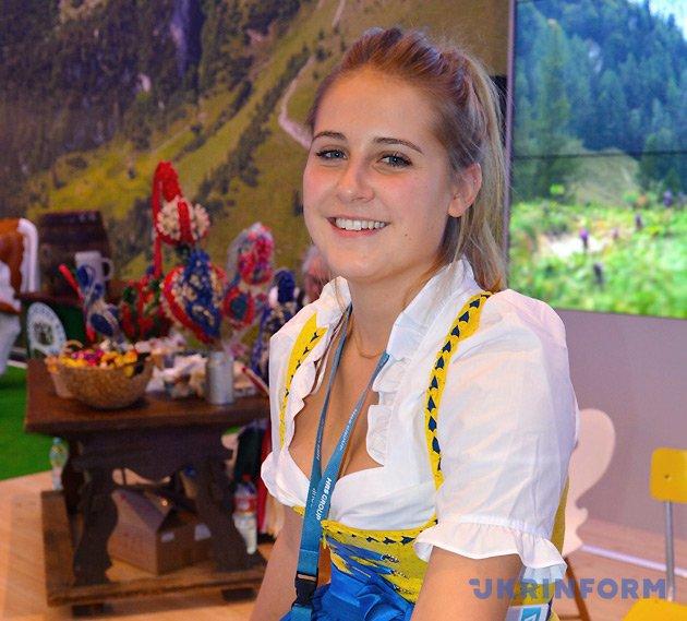 Представительница Баварии в национальном костюме