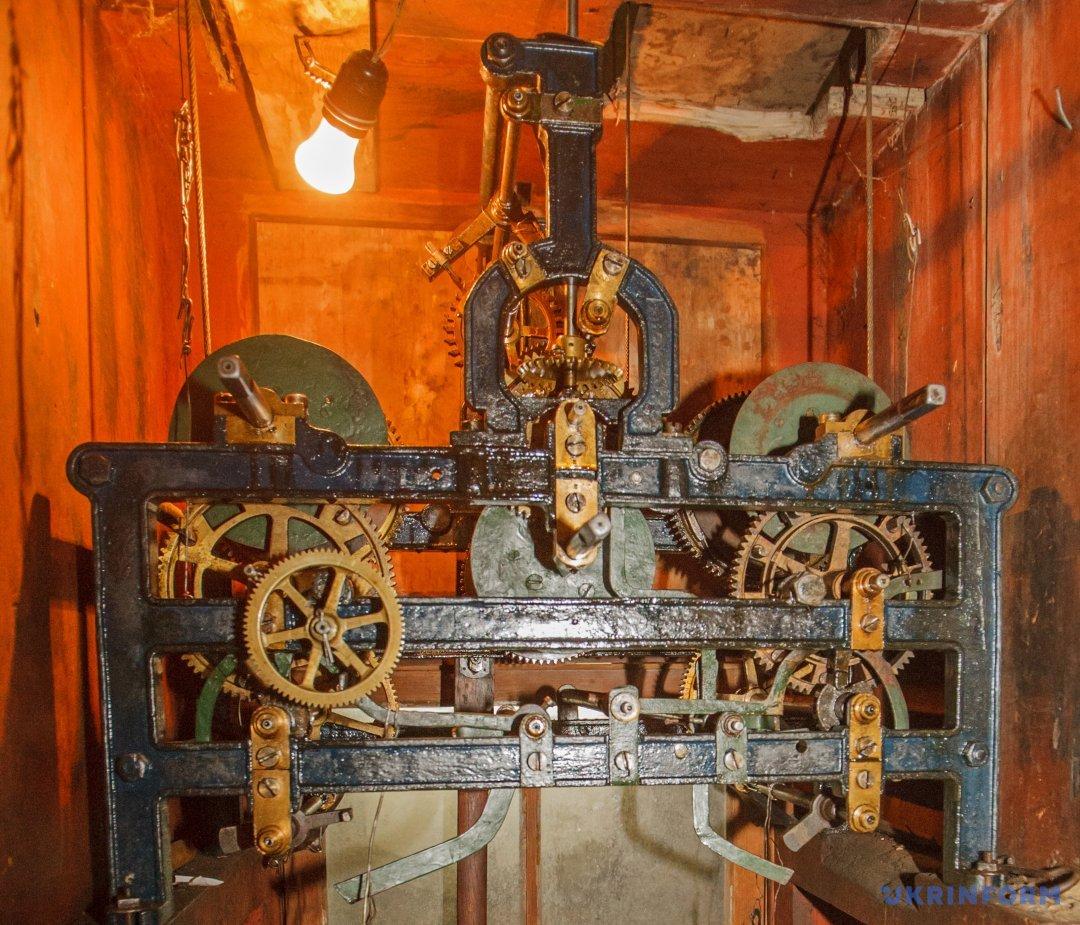 Механізм годинника на ратуші в Мукачевому