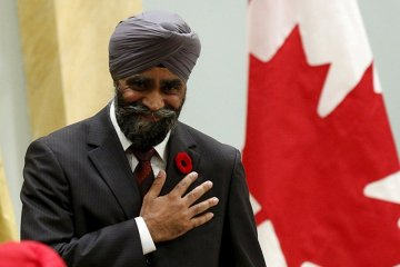 Defence minister Sajjan wears vyshyvanka in Canadian Parliament. Photos