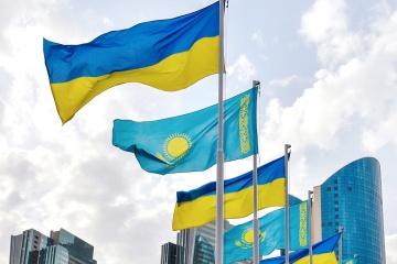 Ucrania y Kazajistán planean fortalecer la cooperación económica y comercial