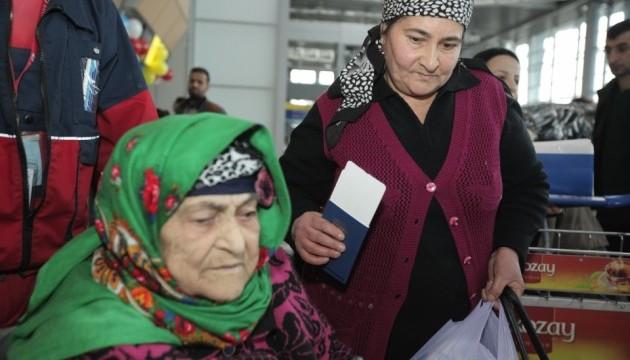 До Туреччини відправили черговий літак з турками-месхетинцями з Донбасу