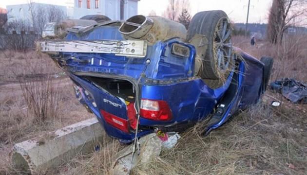 У Києві «Лексус» вилетів на зупинку, є жертви