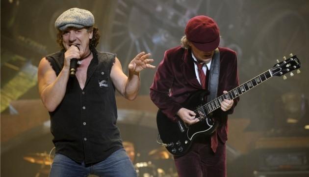 Вокаліст гурту AC/DC може повністю втратити слух