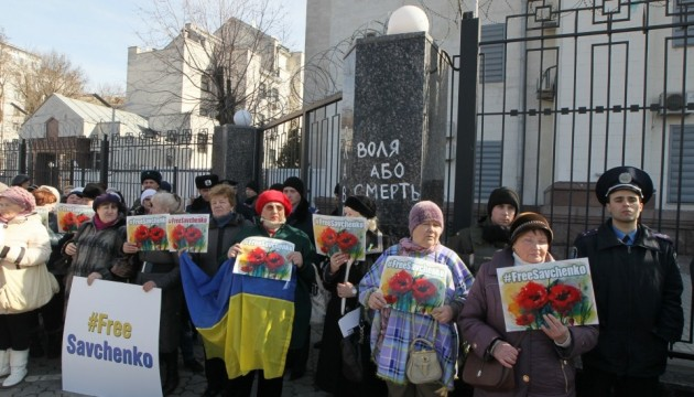 У Києві проходять відразу дві акції на підтримку Савченко