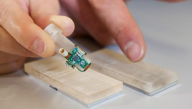 Швейцарські вчені створили біонічні пальці, які здатні відчувати текстуру предметів