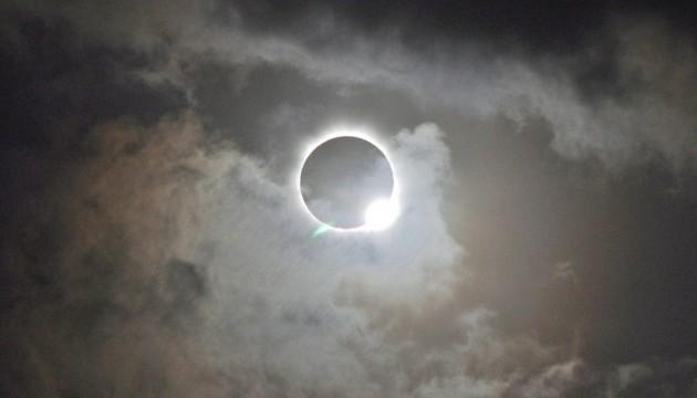 NASA опублікувало ефектні кадри сонячного затемнення