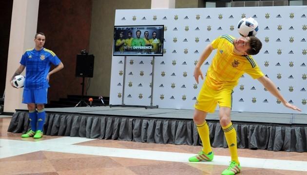 Українські футболісти гратимуть на Євро-2016 у картатій формі