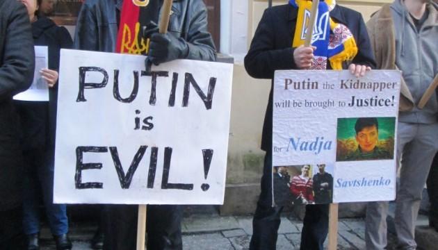 Активісти у Таллінні пікетували за звільнення Савченко