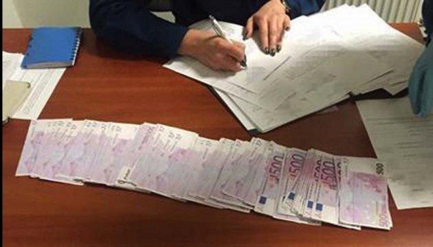 117 тисяч євро митники знайшли у трусах авіапасажирів