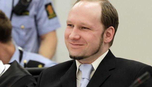 Брейвик встретил суд нацистским приветствием