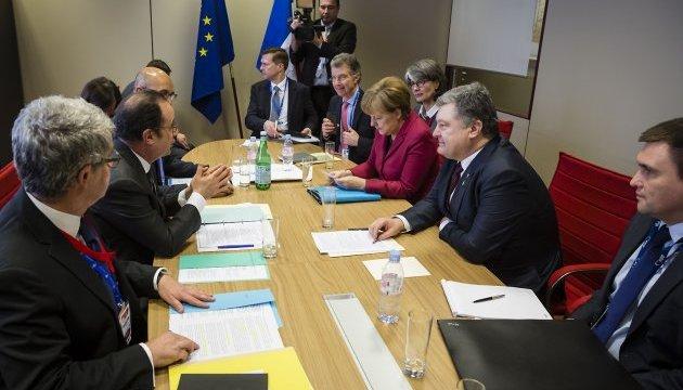 Порошенко закликав Меркель і Олланда посилити тиск на Кремль