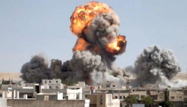 Правозащитники заявляют о 30 погибших от авиаудара на востоке Сирии