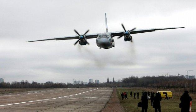 Украинский Ан-26 обстреляли с захваченных РФ буровых вышек в Черном море