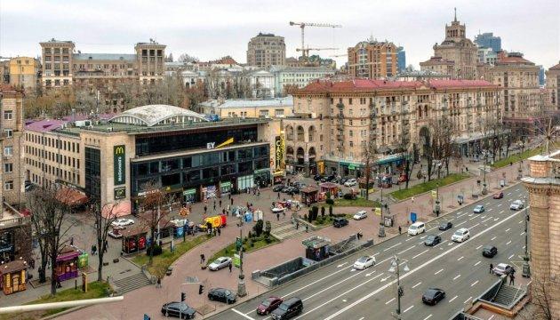 Україна з квітня спрощує та здешевлює процедуру оформлення віз для іноземців