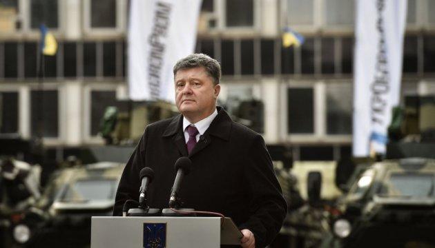 Порошенко - окупантам: Забирайтеся з Донбасу! І танки свої прихопіть