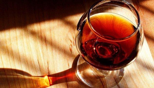 Брунат, бурштиняк чи каннук: українцям пропонують обрати нову назву міцного напою