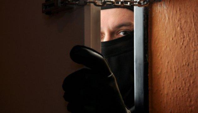 Копи затримали серійного квартирного грабіжника