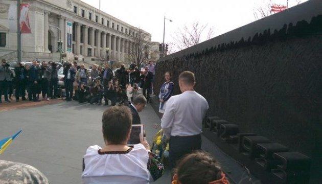 Порошенко у Вашингтоні вшанував жертв Голодомору