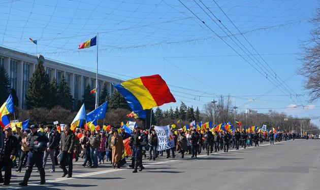 Участники Марша за объединение с Румынией