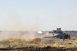 Окупанти вивели за межі місць зберігання 95 танків та гармат - СЦКК