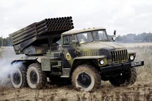 """Безпілотник ОБСЄ зафіксував російську артилерію і """"Гради"""" між житловими будинками"""