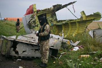 Ukrainian border guards detain militant who guarded MH17 wreckage