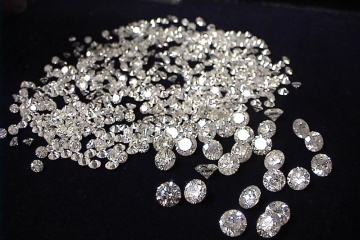 Mann wollte Diamanten in Wert von 2 Mio. Hrywnja in Unterwäsche schmuggeln