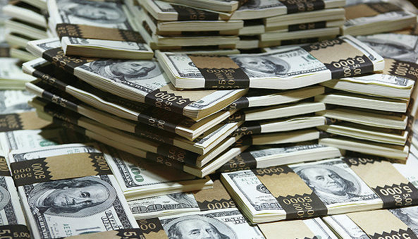 На межбанке доллар подешевел на 5 копеек - до 26,8 гривни