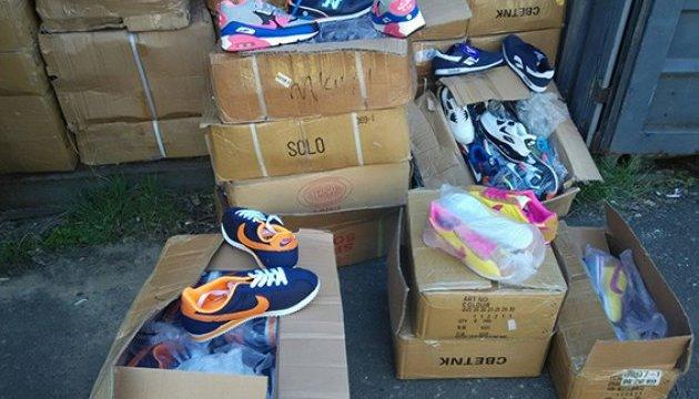 Одеська поліція накрила три склади підробок Adidas та Nike