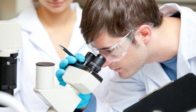 Японські вчені створили штучну шкіру, яка може потіти