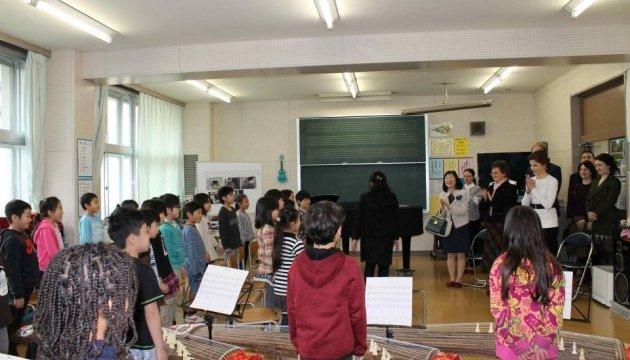 У Японії Марина Порошенко відвідала школу для «особливих» дітей