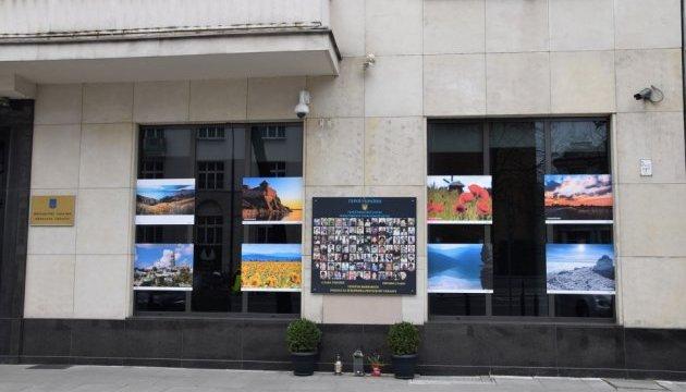 Світлини Укрінформу з національними краєвидами прикрасили посольство України в Польщі