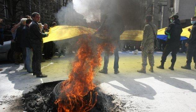 Під Адміністрацією Президента палали шини