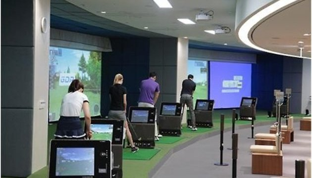 Latest evolution in simulated golf takes golfers half way to the course