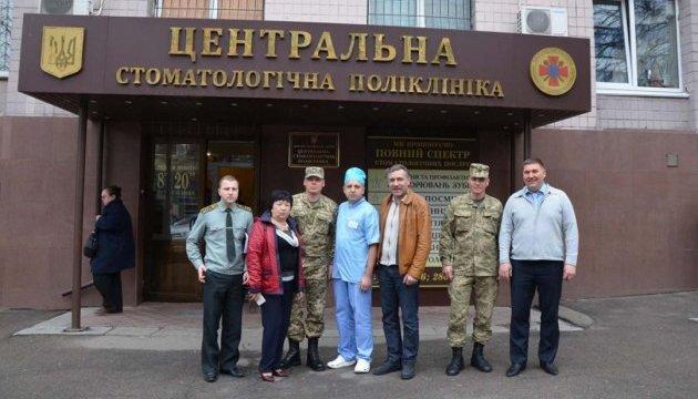 Українці з Франції передали спецзасоби для мобільних стоматологій у зоні АТО