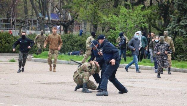 Сутички в Одесі: у хід пішли кийки та сльозогінний газ