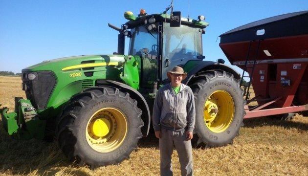 Фермер з Канади зібрав безпілотний трактор