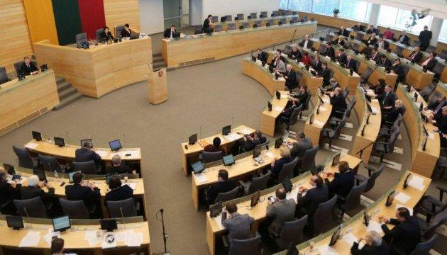 Сейм Литвы осудил фейковые