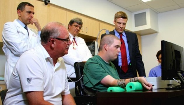 Інженерам вдалося «оживити» паралізовану руку