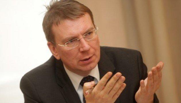 Глава МИД Латвии призывает международные организации не снимать Крым с повестки дня