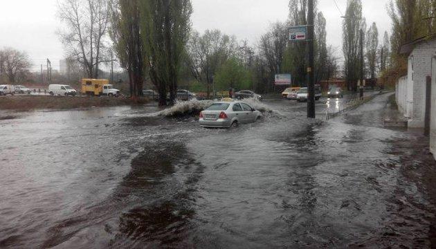 Через півдня дощу у Києві