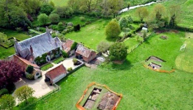 Британець знайшов у своєму саду руїни давньоримської вілли