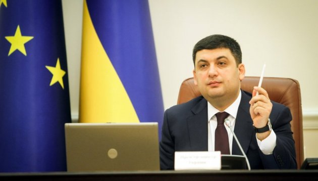 Groysman instructs to urgently resume supply of hot water in all towns