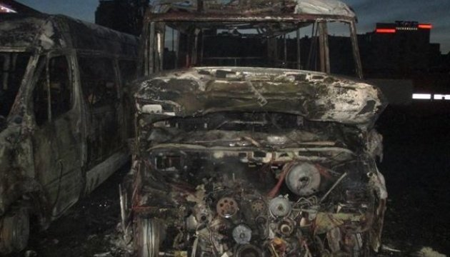 У Києві вщент згоріли дві маршрутки