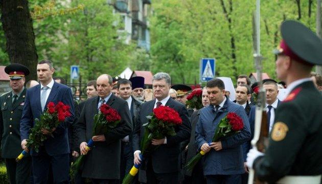 Керівники держави вшанували Героїв Чорнобиля